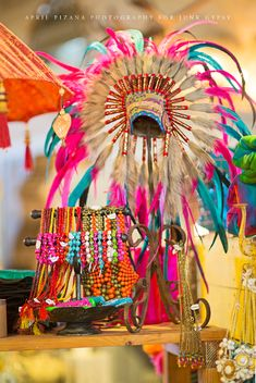want this indian headdress!!!!