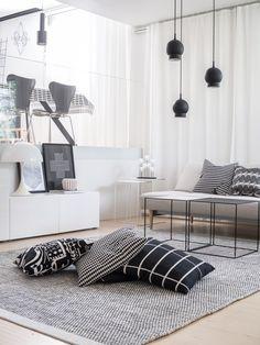 Mitäs me sohvattomat // Luumutar Nordic Interior, Interior Design, Living Spaces, Living Room, Marimekko, Furniture Design, Sweet Home, Throw Pillows, Architecture
