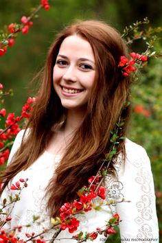 #young #girl #dress #vintage #smile #hair #natur #park #spring Dress Vintage, Crown, Smile, Park, Spring, Photography, Jewelry, Dresses, Fashion