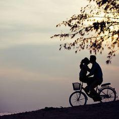 """""""Você é aquele solzinho de começo de manhã, que sobe pelo mar devagarinho e ilumina tudo em mim."""""""