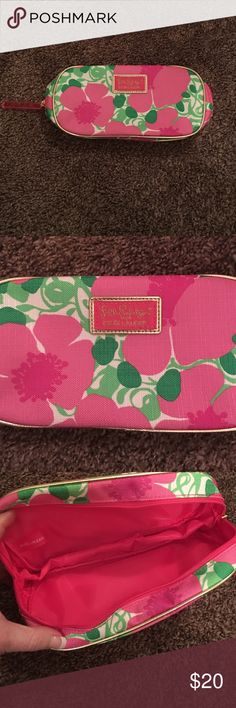 LILLY PULITZER MAKEUP BAG Never used in excellent condition. Lilly Pulitzer Makeup