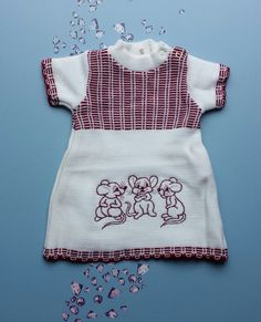Knitted baby dress mouse babygirl 0-3 months newborn 1970's vintage reborn dresses knit made in Holland rebornwear new old stock birth baby door Smufje op Etsy