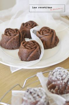 Blog post comparing silicon bundt pans with metal Recipes Cake