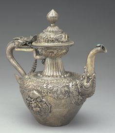 Tibetan pure silver aristocrat's ceremonial teapot, dragon's head as spout and handle, Tibet / Freer Gallery of Art and Arthur M. Sackler Gallery, Smithsonian's Museums of Asian Art, Washington, DC, USA