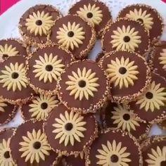 Eid Cookies Recipe, Biscotti Cookies, Tea Cookies, Flower Cookies, Desserts With Biscuits, Cookie Desserts, Cookie Recipes, Eid Sweets, Cheesecake Cupcakes