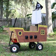 pirate ship cover over the wagon! Cardboard Pirate Ship, Mardi Gras Float, Halloween Fun, Wagon Halloween Costumes, Family Halloween, Wagon Costume, Holidays Halloween, Puppy Costume For Kids, Diy Pirate Costume For Kids