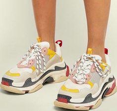 ˗ˏˋ I s a b e l l a ˊˎ˗ Look Fashion, Fashion Shoes, Easy Style, Mode Shoes, Baskets Nike, Balenciaga Shoes, Balenciaga Trainers Outfit, Dream Shoes, Mode Style