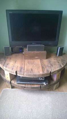 Cable drum TV stand