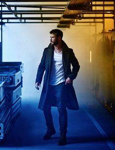 My baby of 🔥!!!! Chris Hemsworth Hair, Snowwhite And The Huntsman, Hemsworth Brothers, Man Thing Marvel, Poses For Men, Marvel Actors, Stylish Men, Vampire Diaries, Gorgeous Men