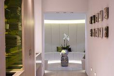 salle de repos du spa de l'hotel sans souci Vienne Spa, Mirror, Furniture, Home Decor, Break Room, Design Hotel, Vienna, Decoration Home, Room Decor