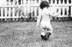 Buttcheeks are always adorable. But in b&w it becomes irresistible! Toddler Pictures, Boy Pictures, Fall Pictures, Boy Photos, Family Photos, Toddler Poses, Baby Poses, Picture Photo, Picture Ideas