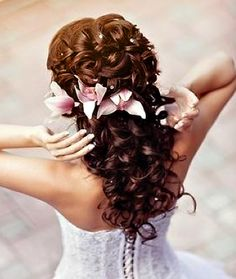 <3 Beautiful 4 long hair, lots of curls with or without the flowers. I want this hair for my wedding!!!!!