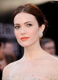 Makeup ideas : Bright coral lips, light blush, and strong yet subtle eyeliner.