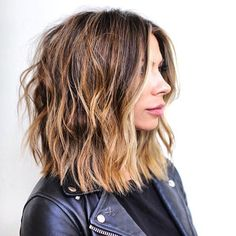 hair inspiration lob These Hair Trends Are Going to be Huge in 2020 Medium Hair Styles, Curly Hair Styles, Styles For Thick Hair, Hair Medium, New Hair Trends, Lob Hairstyle, Fringe Hairstyles, Brown Hairstyles, Party Hairstyles