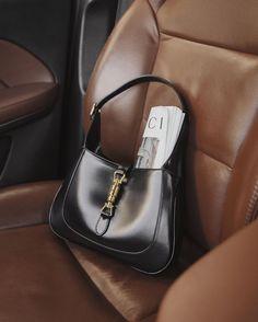 Handbag Accessories, Fashion Accessories, Daily Fashion, Style Fashion, Classy Chic, Luxury Bags, Aesthetic Clothes, Purses And Handbags, Fashion Bags