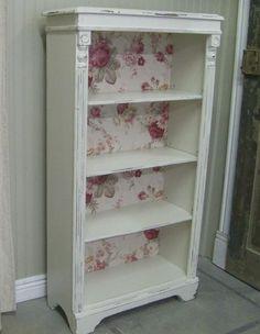 Love the vintage bookshelf makeover for shabby chic bedroom decor @istandarddesign #shabbychicdressersideas #DIYHomeDecorShabbyChic