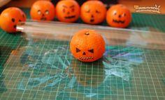 mandarinas-terrorificas  http://www.lasmanualidades.com/6321/mandarinas-terrorificas-para-halloween#