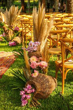 10 Awesome, Creative and Memorable Wedding Guest Book Ideas Rustic Wedding Alter, Boho Wedding, Floral Wedding, Wedding Colors, Wedding Flowers, Summer Wedding, Filipiniana Wedding Theme, Wedding Walkway, Estilo Tropical
