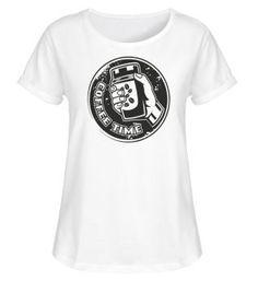 T-SHIRT > KAFFEEBECHER, MIT DEM TEXT COFFEE TIME. DU LIEBST KAFFEE KLATSCH IM KAFFEEHAUS UND KAFFEE TRINKEN IST DIR AUCH NICHT FREMD, DANN IST DAS T-SHIRT DAS RICHTIGE FÜR DICH. SELBER GESTALTEN T-Shirt Druck und T-Shirts bedrucken bei Shirtee, schnelle Lieferung. Zeig, was Deine Meinung ist - mit shirtee.de! Mens Tops, Fashion, Gossip, Coffee Cafe, Drinking Coffee, Coffee Mug, Moda, Fashion Styles, Fashion Illustrations