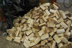 """broodjes"" voor kinderklompjes Firewood, Crafts, Woodburning, Manualidades, Handmade Crafts, Craft, Arts And Crafts, Artesanato, Handicraft"