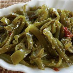 Une merveilleuse recette de poivrons à l'aigre-douce à déguster tiède dés la fin de la préparation ou bien à stériliser pour accompagner un plat de pâtes
