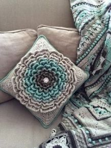 """I've got a great new flower pattern and tutorial for you! I've been brainstorming how to make a """"giant flower"""" for a while, and I'm finally happy with what I've come up with. I'm loving this flower and am so exited about all of its potential uses. What makes thi"""