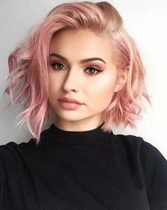 67 Pink Hair Color Ideas To Spice Up Your Looks for 2019 short messy rose gold hair color - Beliebt Kurze Haare Ideen Gold Hair Colors, Hair Color Pink, Purple Hair, Green Hair, Hair Colours For Pale Skin, Edgy Hair Colors, Wavy Bob Hairstyles, Pretty Hairstyles, Pink Hairstyles