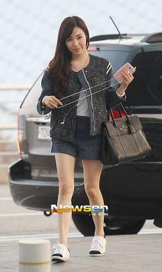 http://okpopgirls.rebzombie.com/wp-content/uploads/2013/05/SNSD-Tiffany-airport-fashion-May-4-2.jpg