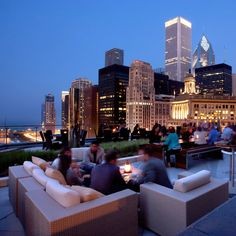 17 Jaw-Dropping Chicago Locations for Drinks With a View
