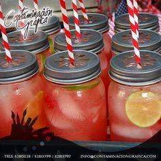 Deleita a tus invitados con una bebida refrescante en un hermoso Mason Jar, actualmente muy de moda como vasos de bebida.