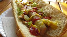Perrito de bratwurst con toques exóticos. Ver receta: http://www.mis-recetas.org/recetas/show/75241-perrito-de-bratwurst-con-toques-exoticos