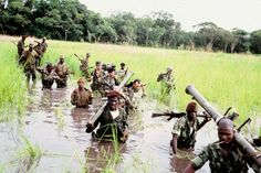 1964 - typical warfare of a Portuguese platoon in Angola/Guiné/ Mozambique... search an elusive enemy.