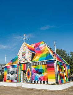 """Street artist Okuda San Miguel turned an abandoned house into a bright piece of street art: """"The Universal Chapel"""". Murals Street Art, Art Mural, Street Art Graffiti, Graffiti Murals, Arte Fashion, Okuda, Colourful Buildings, Colossal Art, Contemporary Abstract Art"""