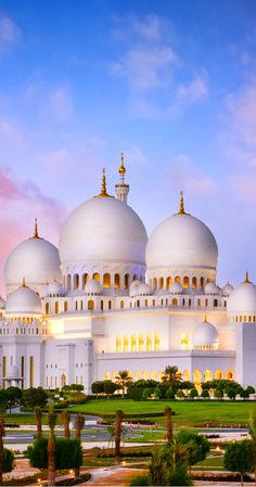 Abu Dhabi: The most beautiful building I have ever seen. All you need to know before visiting Sheikh Zayed Grand Mosque in Abu Dhabi, UAE. Travel tips