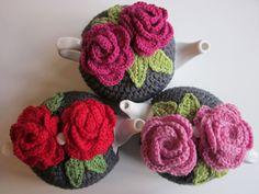 Tea anyone? - Free crochet tea cozy pattern - very pretty design .step by step tutorial Crochet Baby Sweater Pattern, Crochet Baby Sweaters, Crochet Cozy, Crochet Gratis, Crochet Patterns, Crochet Geek, Simple Crochet, Form Crochet, Tutorial Crochet
