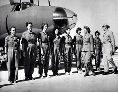 """WW2. USA. 1,102 women to earn their """"silver wings"""" with the Women's Airforce Service Pilots (WASP)."""
