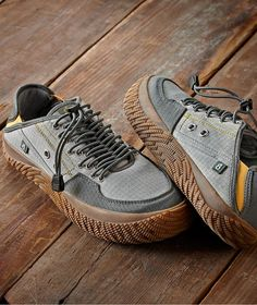Men's Bungee Trail Shoe Men's Bungee Trail Shoe - Made with eco-conscious materials, this shoe inspires adventure with its weathered ripstop fabric upper and bungee cord lacing system that provide Sneakers Mode, Sneakers Fashion, Fashion Shoes, Mens Fashion, Shoes Sneakers, Zapatillas Casual, Tenis Casual, Men's Casual Shoes, Trail Shoes