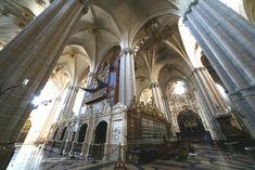 La Seo, una de las dos catedrales de Zaragoza, declarada por la UNESCO Patrimonio de la Humanidad, espectacular, maravillosa… es un lugar inagotable, lleno de historias y secretos. El edificio medi…