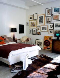 Lastest Home Design. Getting Bored With Your Home? Use These Interior Planning Ideas. There are many simple ways to learn about decorating your space. Home Bedroom, Bedroom Wall, Bedroom Frames, Bedrooms, Beautiful Space, Beautiful Homes, Beautiful Houses Interior, Simple Bed, Home And Deco