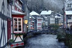 https://flic.kr/p/21z5GYN | river houses at Monschau, Germany | IMG_0413_4_5_tonemapped_nw_f