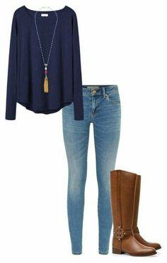 Casual y comodo. Jeans, blusa manga larga azul y botas