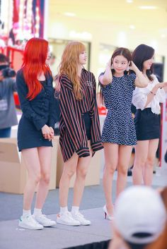 Shared by kαsumį. Find images and videos about rose, blackpink and lisa on We Heart It - the app to get lost in what you love. Blackpink Fashion, Korean Fashion, Fashion Outfits, Winter Fashion, South Korean Girls, Korean Girl Groups, Kpop Outfits, Cute Outfits, Moda Kpop