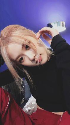 𝒎𝒂𝒕𝒄𝒉𝒂 𝒍𝒂𝒕𝒕𝒆' 🍵 on Kpop Girl Groups, Korean Girl Groups, Kpop Girls, Divas, Kim Jennie, Rose Park, Blackpink Photos, Blackpink Fashion, Park Chaeyoung