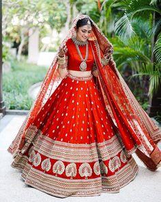 This Bride Slayed In Deepika Padukone's Wedding Lehenga Look-Alike! This Bride Slayed In Deepika Padukone's Wedding Lehenga Look-Alike! Indian Lehenga, Sabyasachi Wedding Lehenga, Wedding Lehnga, Bridal Lehenga Choli, Red Lehenga, Lehenga Skirt, Plain Lehenga, Sabyasachi Lehenga Bridal, Heavy Lehenga