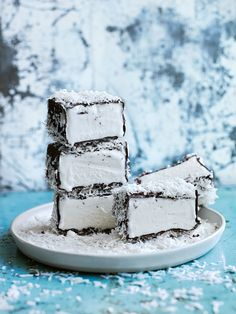 lamington ice-cream bars (don't these look devine!) I bet coconut oil would substitute well for oil (Bake Cheesecake Donna Hay) Köstliche Desserts, Frozen Desserts, Frozen Treats, Delicious Desserts, Dessert Recipes, Yummy Food, Gelato, Donna Hay Recipes, Australian Food