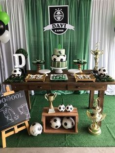 Today you will learn to organize and decorate the best children's party with a soccer theme, because we attach an idea for every detail. Decoration of a Soccer Birthday Parties, Football Birthday, Luau Birthday, Soccer Party, Kids Party Themes, Birthday Party Decorations, Football Themes, Party In A Box, Childrens Party