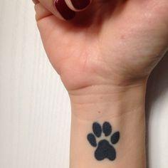 """michela.biancone  #casttattoo  In redazione stanno arrivando tantissime foto di tatuaggi con storie bellissime.  Grazie a tutti e continuate così!  Ecco il tatuaggio di Michela.  """" La storia del mio tattoo é una storia semplice ma ricca di amore.  Un amore per una sorella a quattro zampe che riempiva le mie giornate di una gioia incommensurabile: Lilli.  Venuta a mancare ho voluto portare il suo ricordo per sempre con me, tatuato sulla mia pelle… """"  http://tattoo.codcast.it/"""