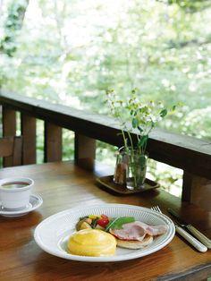 息抜きしたい!そんな時はちょっと早起きして、軽井沢で優雅な朝を過ごしませんか?東京駅から北陸新幹線「あさま」で約1時間10分で行けちゃう軽井沢の、とっておきの朝食をご紹介します。
