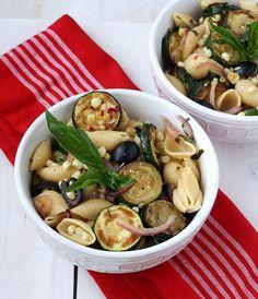 Warm pasta salad with corn and zuchinni