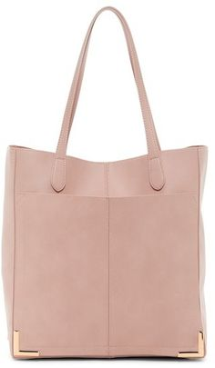 Whether you like a beach bag, a shopping bag or a casual bag for everyday use, it is a very elegant and stylish mesh bag. Making the bag is so easy that anyone Best Tote Bags, Pink Tote Bags, Simple Bags, Casual Bags, Diy Fashion, Purses And Handbags, Bag Making, Steve Madden, Bag Accessories